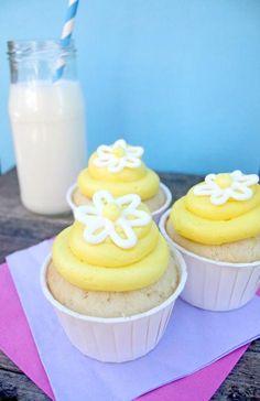 Cupcake Recipes : lemon curd cupcakes.