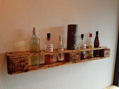 Schnapsregal aus Palette Bauanleitung zum selber bauen Wine Bottle Storage, Wine Bottle Design, Wine Bottle Rack, Bottle Wall, Wine Rack Cabinet, Wine Rack Wall, Pallet Wine Rack Diy, Countertop Wine Rack, Wine Rack Plans