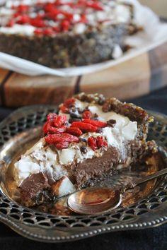 Tortinha de Chocolate com creme de coco e goji