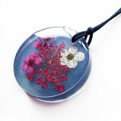 Pendentif Ivana en résine bleue et fleurs naturelles