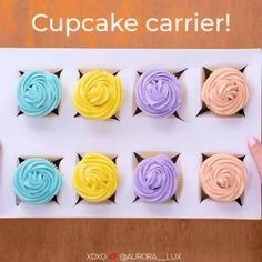 Diy Crafts Hacks, Diy Crafts For Gifts, Holiday Crafts, Creative Gift Wrapping, Creative Gifts, Christmas Gift Wrapping, Christmas Crafts, Gift Wrapping Techniques, Cupcake Carrier