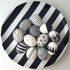 Black and white easter eggs - COVERT accessories # easter eggs # black and white ., Black and white easter eggs - COVERT accessories # easter eggs # black and white . Diy And Crafts, Kids Crafts, Craft Projects, Happy Easter, Easter Bunny, Easter Egg Designs, Minimalist Scandinavian, Scandinavian Style, Diy Ostern
