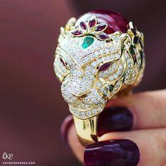 @katerinaperez from @jmgdesigner #unique #tigerring #yellowgold #diamonds.
