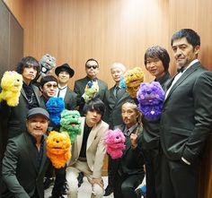 @qs_mall おはようございます♪ 11/1 FM802 ROCK KIDS 802-OCHIKEN Goes ON!!-東京スカパラダイスオーケストラ feat.斎藤宏介(UNISON SQUARE GARDEN)コラボ記念公開収録にお越し下さったみなさん、ありがとうございました!お待ちかねの楽屋ショットをお届けします☆ #東京スカパラダイスオーケストラ #齋藤宏介 Orchestra, Hero, Crown, Unison Square, Twitter, Garden, Tokyo, Paradise, Corona