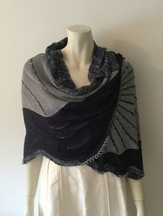 The Doodler by Stephen West, knitted by nielsma | malabrigo Mechita in Storm, Pearl and Paris Night