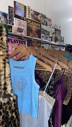 Informationen zu Pin Sie können mein Profil ganz einfach verwenden | 90s grunge aesthetic outfits men # Room Ideas Bedroom, Bedroom Inspo, Bedroom Decor, Bedroom Vintage, Aesthetic Room Decor, Aesthetic Clothes, Aesthetic Grunge, Retro Aesthetic, Indie Room Decor