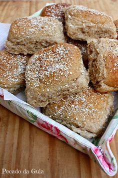 Depois de uma boa temporada de pães brancos, estava na hora de retornar aos saudáveis e nutritivos pães integrais! Tinha separado esta re...