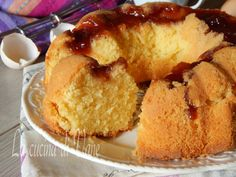 Torta soffice panna e marmellata rovesciata