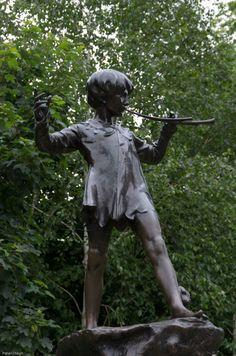 The beautiful statue of J.M Barrie's 'Peter Pan' in Kensington Gardens, London