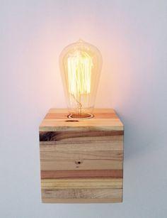 Lámpara madera reciclada de palets por Streetwood en Etsy