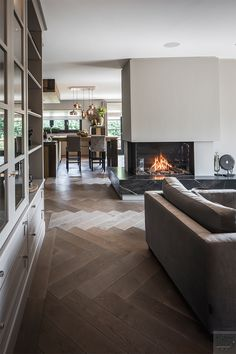 Home Interior, Living Room Interior, Modern Interior, Interior Design, Villa Design, House Design, Fireplace Feature Wall, Appartement Design, Lounge Chair