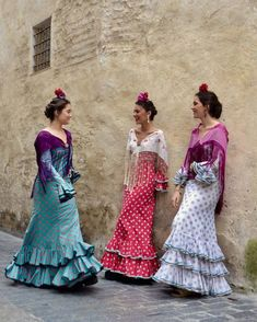 Havana Nights, Mexican Party, High Fashion, Womens Fashion, Bridesmaid Dresses, Wedding Dresses, Comfortable Outfits, Traditional Dresses, Pretty People