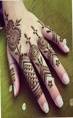 What is a Henna Tattoo? Henna tattoos are becoming very popular, but what precisely are they? Henna Hand Designs, Latest Finger Mehndi Designs, New Mehndi Designs 2018, Stylish Mehndi Designs, Mehndi Designs For Fingers, Mehndi Design Pictures, Beautiful Mehndi Design, Henna Tattoo Designs, Mehandi Designs