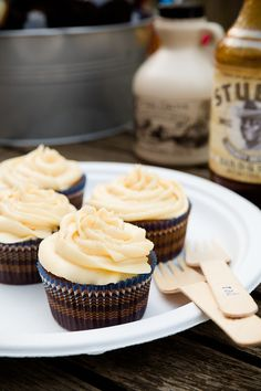 BBQ Maple Syrup Cupcakes by Cupcake Project. You'll taste the familiar finger-licking flavor of a good BBQ sauce in this unexpected cupcake combination, but one that will pleasantly surprise you and can serve as a fitting end to any cookout. Cupcake Flavors, Cupcake Recipes, Cupcake Cakes, Dessert Recipes, Cupcake Ideas, Maple Cupcakes, Yummy Cupcakes, Making Cupcakes, Bacon Cupcakes