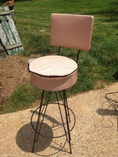 Vtg-Mid-Century-Modern-Pink-Vinyl-Atomic-Age-Swivel-Bar-Stool-Chair-Retro