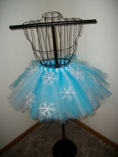 Snowflake Tutu/ winter wonderland party/ make snowflake tutus Winter Birthday Parties, Disney Frozen Party, Frozen Theme, Frozen Birthday Party, Girl Birthday, Birthday Ideas, Frozen Tutu, Winter Wonderland Birthday, Winter Wonderland Costume