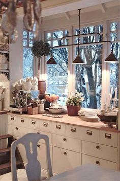 gorgeous! I love the counter built into this bump-out - the windows and that light! Sigh...