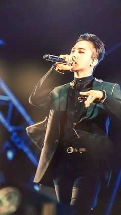 Jiyong wearing nothing but black and with black hair will always fuck me up in a way that I don't know how to describe. Daesung, Vip Bigbang, Choi Seung Hyun, Yg Entertainment, K Pop, Jiyong, Ringa Linga, Rapper, Gd & Top