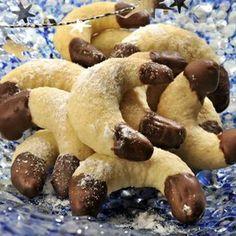 Kokosové rohlíčky máčené v čokoládě Slovak Recipes, Czech Recipes, Hungarian Recipes, Christmas Sweets, Christmas Baking, Churros, Macaroons, Cake Cookies, Christmas Cookies