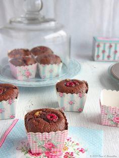 Muffins de chocolate, banana e framboesa