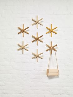 Designed by Romin Heide and Hanna Litwin of studio Büro Famos for TON, the Logs coat hanger has a simple, playful design of wood rods grouped together. Ton Chair, Crochet Design, Traditional Chairs, Milk Shop, 3d Modelle, 2020 Design, Design Design, Red Dot Design, Bent Wood