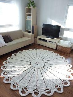 tapete de barbante croche na sala ambiente decorado circular branca detalhada nórdico escandinavo