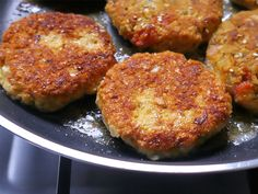 Las hamburguesas no son sólo de carne! Claro que no! acá les dejo una receta de hamburguesas de avena que les va a encantar! Meatless Monday, Sin Gluten, Going Vegan, Paleo, Food And Drink, Veggies, Healthy Recipes, Healthy Food, Dinner