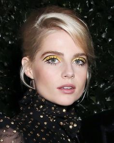This year's red carpet beauty MVP is none other than Lucy Boynton. This year's red carpet beauty MVP is none other than Lucy Boynton. Retro Makeup, Vintage Makeup, Makeup Set, Makeup Looks, Twiggy Makeup, Mod Makeup, Disco Makeup, Teen Makeup, Hair Makeup