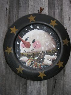 Snowman/Wood Plate by RayburnArtsandCrafts on Etsy Christmas Rock, Christmas Snowman, Winter Christmas, Christmas Ornaments, Snowman Crafts, Ornament Crafts, Diy Christmas Decorations Easy, Holiday Crafts, Tole Decorative Paintings