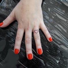 Tattoo Coração Dedo Obrigada Maria Eugênia 😍😘 Snap mansurtattoo whats 51 98406.5684 #tattoo #tattoos #tatuagem #tatuagens#blacktattoo #tatuada #tattooblack #hearttattoo #coracaotattoo #tattooheart #dedotattoo #tattoowoman#tatuagemfeminina...