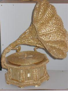 Все,что мне интересно - Фестиваль изделий из соломы и лозы «Сніп» 2010 «Sheaf» Straw Weaving, Weaving Art, Basket Weaving, Straw Projects, Projects To Try, Corn Dolly, Bobbin Lacemaking, Weaving Designs, Burlap Crafts
