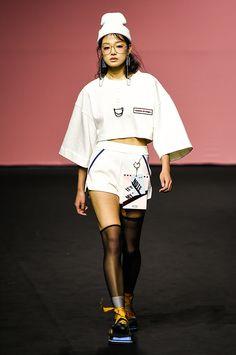 Vogue.com | Spring 2017 Cres. E Dim. Seoul Fashion, Catwalk Fashion, Fashion Week, Asian Fashion, Fashion Models, High Fashion, Fashion Show, Fashion Outfits, Womens Fashion