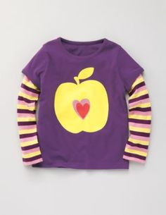 Layered Logo T-Shirt Boden in black currant/apple