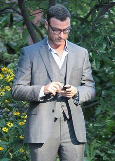 Liev Schreiber Photos: Liev Schreiber Checks His Phone in NYC