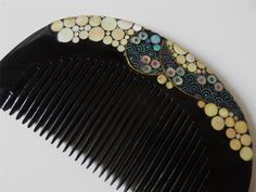 Japanese comb - black lacquer with mother of pearl