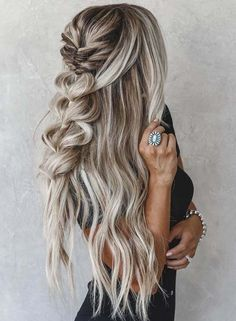 Find here the most charming trends of braids with blonde balayage hair colors for best results to show off right now. These are amazing trends of braids and wedding hair styles in trends braids Amazing Braids & Color Ideas You Need Try in 2018 Blond Hairstyles, Prom Hairstyles For Long Hair, Romantic Hairstyles, Spring Hairstyles, Down Hairstyles, Braided Hairstyles, Black Hair Ombre, Ombre Hair Color, Hair Color Balayage