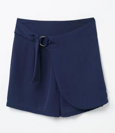Bermuda feminina  Com argola na cintura  Com bolsos  Marca: A-Collection  Tecido: Alfaiataria  Modelo veste tamanho: 36       Medidas da Modelo:     Altura: 1,73  Busto: 89  Cintura: 60  Quadril: 90     COLEÇÃO INVERNO 2017     Veja outras opções de    bermudas femininas   .