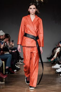 Stand | Ready-to-Wear - Autumn 2018 | Look 1
