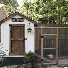 Large Chicken Coop Plans, Cute Chicken Coops, Chicken Coop Run, Chicken Coup, Chicken Garden, Chicken Life, Chicken Coop Designs, Backyard Chicken Coops, Chicken Runs