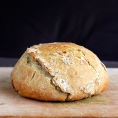 The soft and dough middle and toasted top of this 3-Ingredient #Vegan Artisan Bread makes it the perfect accompaniment for any meal!