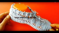 Crochet Video, Diy Crochet, Crochet Baby, Crochet Top, Crochet Boots, Crochet Clothes, Knitted Slippers, Sock Shoes, Fingerless Gloves