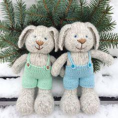 Зайчишки из прекрасного MIGNON #rosarios4 , штанишки % хлопок Ушки уже не на макушке, а греют щёчки! Эти и другие мои зверушки будут со мной в следующую субботу на волшебном @wool_market на 3-м этаже, в конце зала, справа. Будем с нетерпением вас всех ждать!♥️ #wool_market #desire_sale #desire_близнецы #rabbit