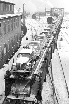 Beetles Volkswagen, Volkswagen Bus, Vw Camper, Volkswagen Factory, Volkswagen Transporter, Vw Vintage, 17th Century Art, Electric Train, Vw Beetles