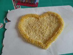 Lavoretti festa della mamma con la pasta - Lavoretto da donare alla mamma Pasta, Crafts For Kids, Ethnic Recipes, Food, Montessori, Lab, Valentino, Kindergarten, Education