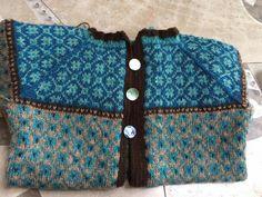 Nok ei kofte Crochet Stitches, Knit Crochet, Hand Knitting, Knitting Patterns, Lana, Couture, Vest, Knit Scarves, Wallet