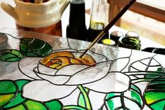 Here's a fresh idea. Make mosaics using large stained-glass pieces as if making a stained-glass window, instead of Stained Glass Paint, Making Stained Glass, Stained Glass Projects, Stained Glass Patterns, Stained Glass Windows, Glass Painting Patterns, Design Vitrail, Birthday Drawing, Mosaic Glass