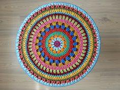 26 Ideas for crochet pillow mandala stool covers Crochet Mandala Pattern, Crochet Circles, Crochet Round, Crochet Squares, Love Crochet, Crochet Doilies, Crochet Flowers, Knit Crochet, Crochet Patterns