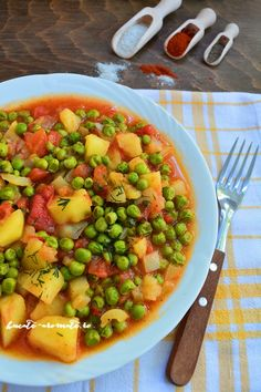 Pea stew with potatoes and tomato sauce. Raw Vegan Recipes, Vegetarian Recipes, Healthy Recipes, No Heat Lunch, Baby Food Recipes, Cooking Recipes, Romanian Food, Vegetarian Cooking, Soul Food