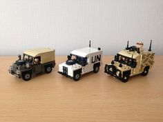 Land Rover collection   Flickr - Photo Sharing! Lego Police, Lego Army, Lego Camper, Lego Sculptures, Micro Lego, Lego Vehicles, Miniature Cars, Lego Trains, Lego Construction