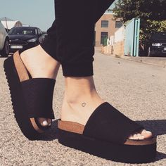 Shoes Stylish shoes Shoe boots Fashion shoes Sock shoes Nice shoes - Winter Shoes Must Have Footwear Collection - Source by kalyanhans Pretty Shoes, Beautiful Shoes, Cute Shoes, Me Too Shoes, Winter Shoes, Summer Shoes, Sock Shoes, Shoe Boots, Hipster Girls